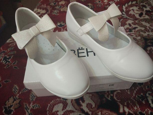 Туфли, туфельки школьные  29 размер новые