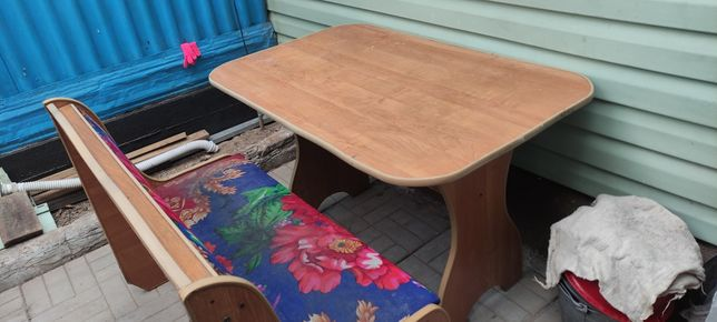 Кухнонный стол и стул