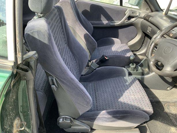 Interior scaune banchete fete de usi Opel Astra F