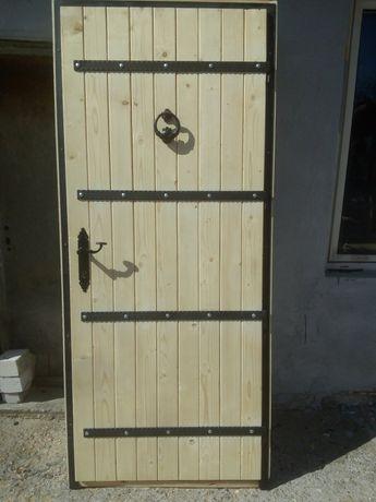 Масивна входна / дворна врата