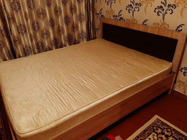 Диван.Двухспальный диван с матрацом