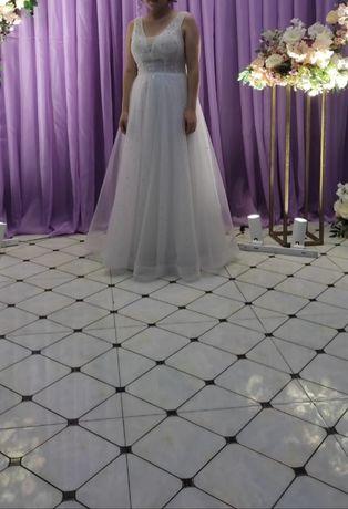 Белое платье для свадьбы и узату