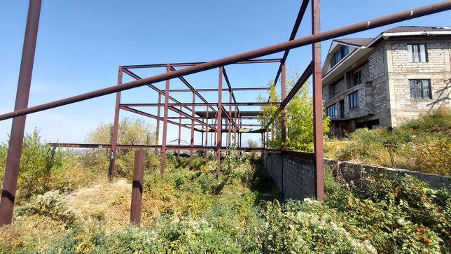 Продам участок с недостроеным строением