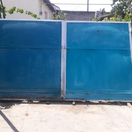 Ворота для гаража  высата 2 метра ширина 3.40