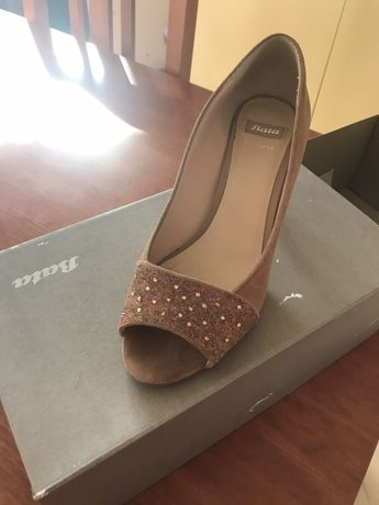 Обувки Bata