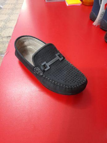 Продам туфли-макасы , замша,чёрные на мальчика.Размер 32-34,б/у в хоро