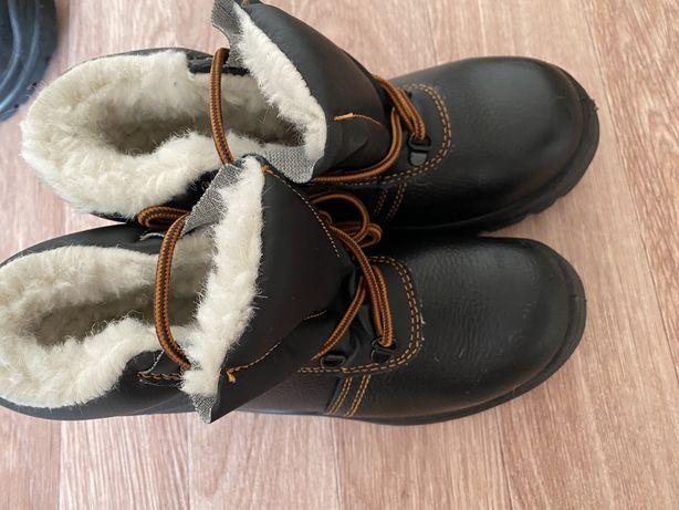 Продам новую спец обувь