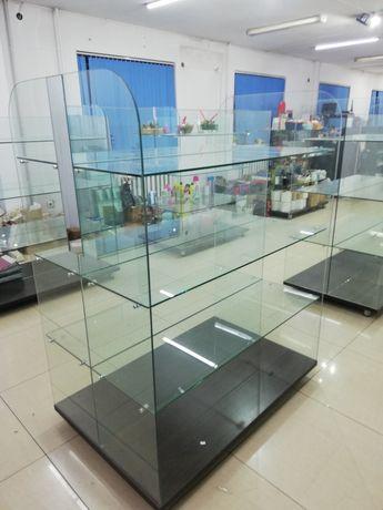 Продам стеклянные стеллажи