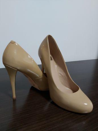 Pantofi Guess nr 38