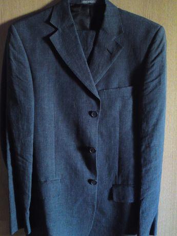 Costum barbatesc nou, fabricat in Italia. Livrare gratuita si bonus!