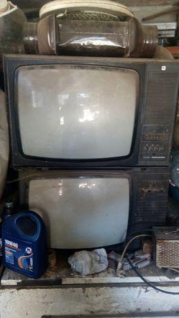 Четири ретро телевизора Електрон и Велико Търново, един черно-бял и мо