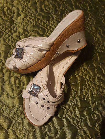 Бели чехли