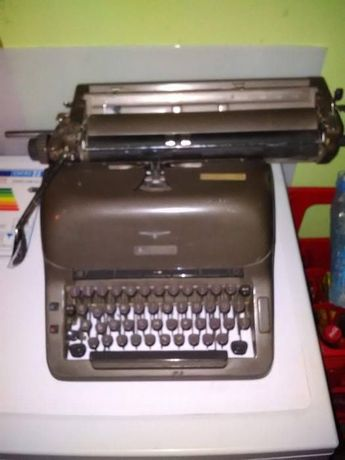 Пишеща машина ADLER