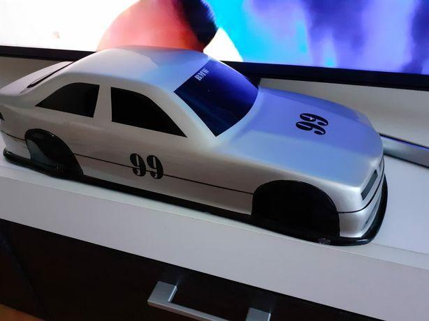 BMW 1 : 8
