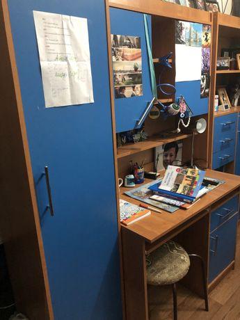 Шкаф и стол