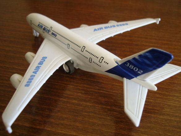 метален реалистичен макет на самолет от Германия