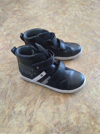Продаются осенние ботинки на липучках размеры 34, 35, 36