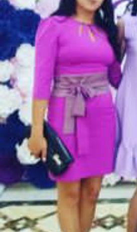 Женское платье цвет розовый