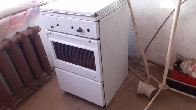 Электрическая плита в рабочем состоянии