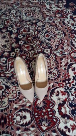 Туфли бежевые натуральная кожа новые,размер 35-36