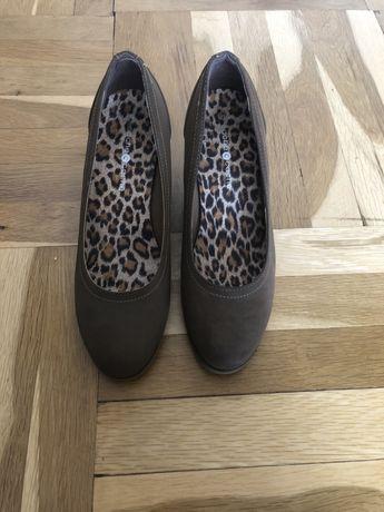 Френски дамски обувки на ниска платформа