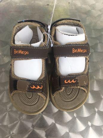 Продавам детски сандали за момче