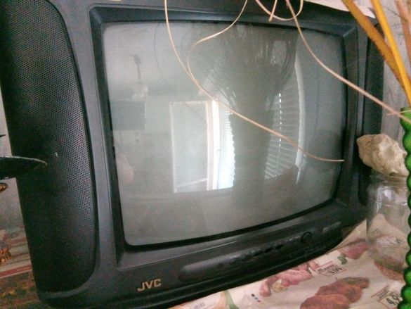 Два работещи телевизора