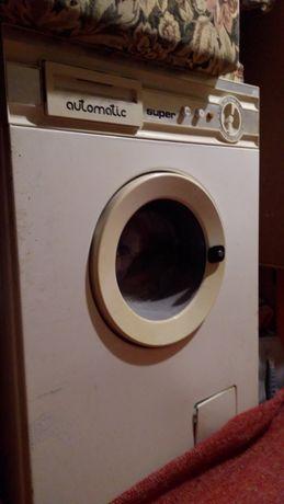 Vând piese mașina de spălat automatic.