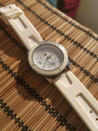 Дамски часовник tommy hilfinger