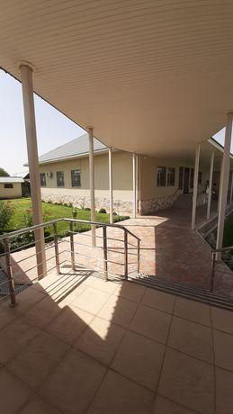 Срочно продаётся дом 250 кв.  Вместе с магазинам. Общий площадь 60 сот