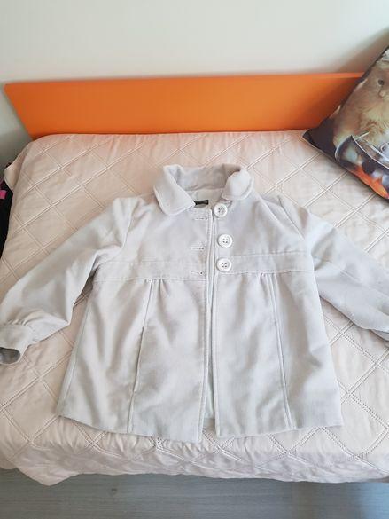 Бяло модерно яке