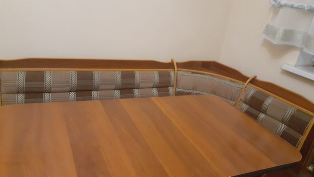 Кухонный уголок, стол + 2 табуретки