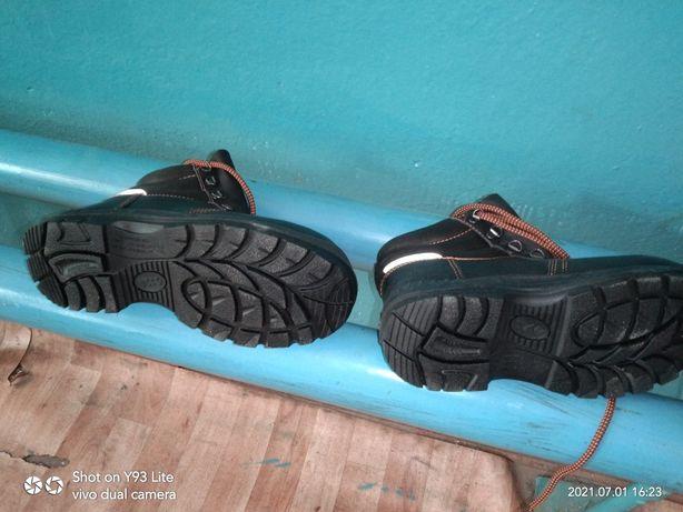Продам рабочий ботинка летний.Размер 38.Новая.