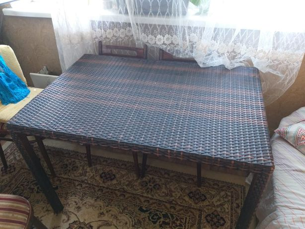 Продаётся стол из ротанга