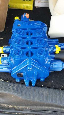 Distribuitor hidraulic buldoexcavator New Holland