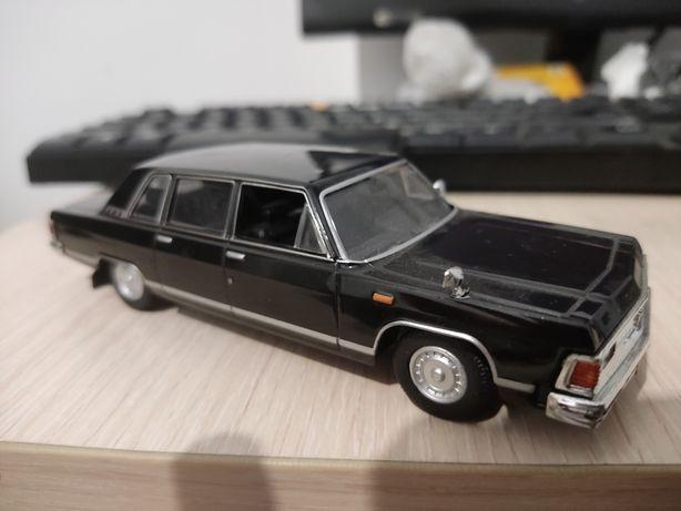Продам коллекционную модель автомобиля ГАЗ-14 Чайка