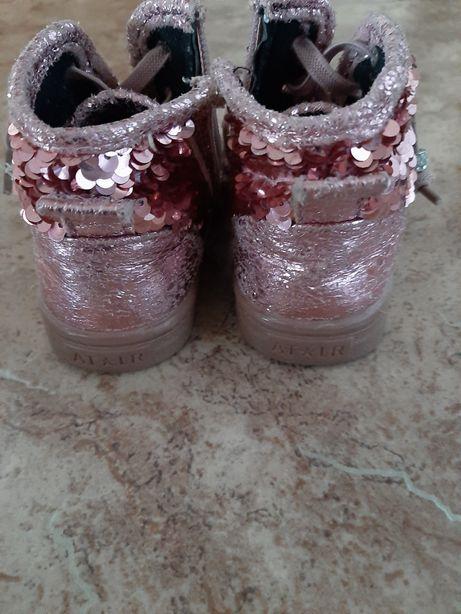 Продаю ботиночки на девочку с паетками,размер 22,состояние хорошее