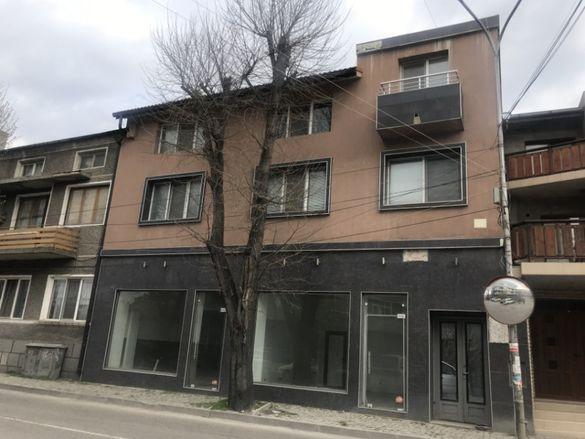 Продажба на къща с магазини в Провадия