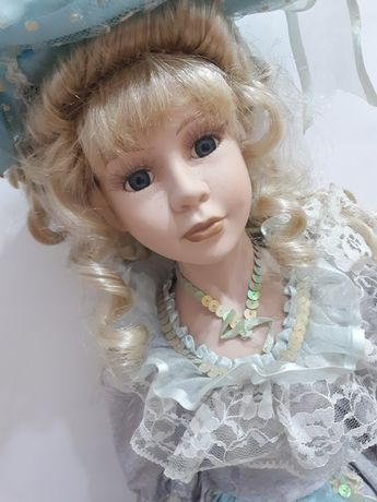 ГОЛЯМА порцеланова кукла