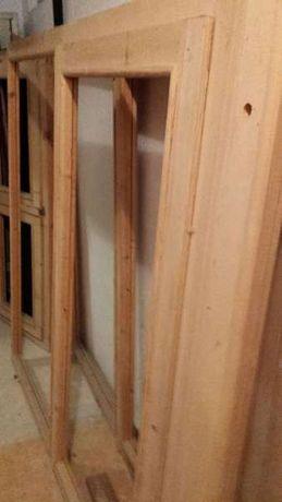 Продавам дървени витрини и дограма