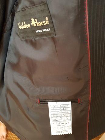 Costum barbati de culoare neagra marimea 38/40 .