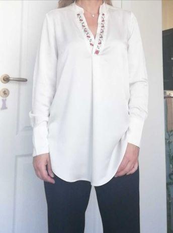 Дамска блуза с ръчна бродерия.