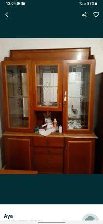 Продам стеклянный шкаф