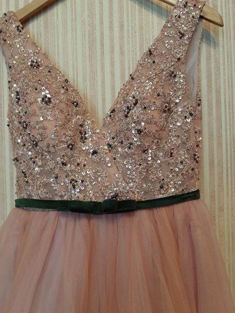 Продаётся красивое платье