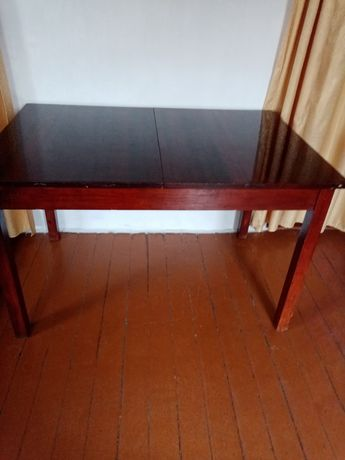 Продам  стол раскладной палированный 15000 тг и стол парту для ребёнка