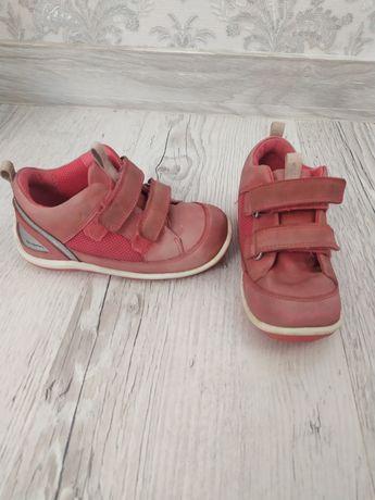 Продам детские кроссовки ecco 25 размер + подарок вещи