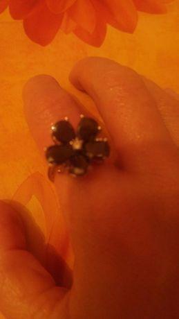 Пръстен цвете с черни и бели камъни