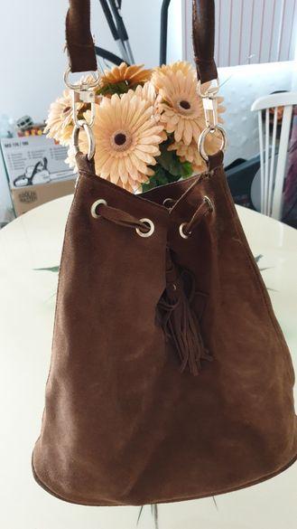 Чанта в бордо.Велурена- Mohito.Черна чанта с косъм пони.
