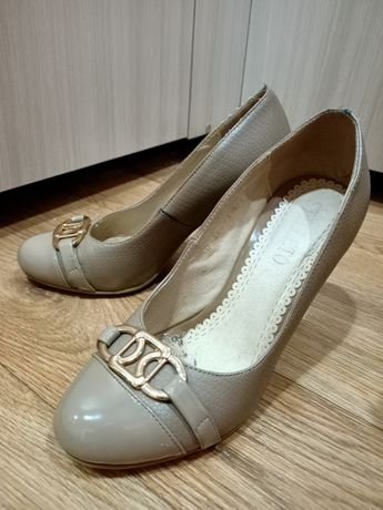 Продам за 500 тенге обувь 36 размера