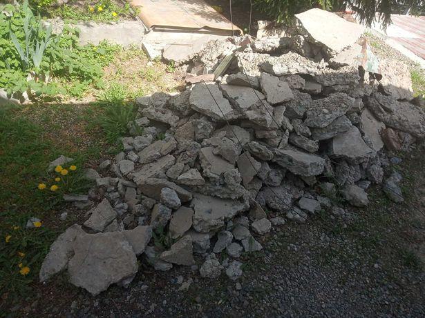 Камни, бетон под строительство. Кому нужно, сколько нужно - бесплатно.